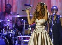 <p>Leona Lewis performs at the Clive Davis pre-Grammy party in Beverly Hills, California February 9, 2008. The Grammy awards will be given out in Los Angeles on February 10. REUTERS/Mario Anzuoni (</p>