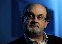 <p>O escritor britânico Salman Rushdie durante entrevista concedida à Reuters em Londres. Rushdie diz que o fato de escrever um novo romance o salvou do 'desastre' de seu divórcio de sua quarta mulher, Padma Lakshmi, no ano passado. Photo by Dylan Martinez</p>