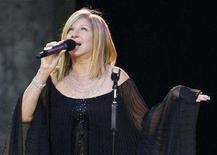 <p>Barbra Streisand performs on the stage in Berlin June 30, 2007. REUTERS/Tobias Schwarz</p>