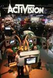 <p>La Commission européenne a donné mercredi son feu vert au rachat de l'éditeur américain de jeux vidéo Activision par le groupe français Vivendi pour un montant de 9,85 milliards d'euros. /Photo d'archives/REUTERS/Fred Prouser</p>