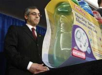 <p>Baby bottles free of the chemical bisphenol A are seen during a news conference with Canada's Health Minister Tony Clement in Ottawa April 18, 2008. Canada intends to ban the import and sale of plastic polycarbonate baby bottles, which would be the first such step in the world, Clement said on Friday. REUTERS/Chris Wattie</p>