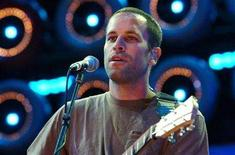 <p>Jack Johnson performs on stage at the Australian Live Earth Concert at Aussie Stadium in Sydney July 7, 2007. Former US. vice president Al Gore and his global partners are staging the Live Earth concerts held on seven continents simultaneously to raise awareness of environmental issues. REUTERS/Patrick Riviere</p>