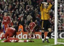 <p>Chelsea empata no fim com o Liverpool pela Liga dos Campeões. Jogadores do Liverpool lamentam gol no final da partida. Liverpool e Chelsea empataram em 1 x 1 a primeira partida da semifinal da Liga dos Campeões, no estádio Anfield,  com um gol contra de John Arne Riise nos acréscimos. 22 de abril. Photo by Phil Noble</p>