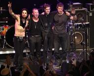 <p>Integrantes da banda Jane's Addiction ao fim de sua apresentação no NME Awards, em Los Angeles, 23 de abril de 2008. Photo by Mario Anzuoni</p>