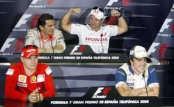 <p>Pilotos da F1 Rubens Barrichello (Honda), Kimi Raikkonen (Raikkonen), Fernando Alonso (Renault) e Pedro Martinez de la Rosa (piloto de testes da McLaren) durante coletiva de imprensa no circuito da Catalunha, em Barcelona, nesta quinta-feira. Photo by Albert Gea</p>