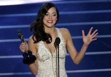 "<p>Marion Cotillard, dressed in Jean-Paul Gaultier, accepts the Oscar for best actress for ""La Vie en Rose"" during the 80th annual Academy Awards, the Oscars, in Hollywood February 24, 2008. REUTERS/Gary Hershorn</p>"