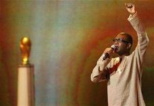 <p>Senegalese singer Youssou N'Dour sings during the preliminary round draw for the 2010 World Cup soccer tournament in Durban November 25, 2007. REUTERS/Mike Hutchings</p>
