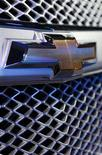<p>The grill emblem on the 2009 Chevrolet Traverse is seen during the Chicago Auto Show February 6, 2008. REUTERS/John Gress</p>