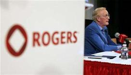 <p>Rogers Communications CEO Ted Rogers attends a news conference before a annual general meeting in Toronto April 25, 2006. REUTERS/Peter Jones</p>
