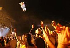 <p>Fans wave as as a pig-shaped balloon flies away during Roger Waters' performance at the Coachella Music Festival in Indio, California April 27, 2008. Coachella organizers are offering a $10,000 reward and four festival tickets for life in exchange for ex-Pink Floyd frontman Waters' two-story inflatable pig, which was lost on Sunday night. Picture taken April 27, 2008. REUTERS/Mario Anzuoni/Files</p>