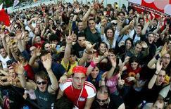 <p>Ragazzi al concerto del Primo Maggio in piazza San Giovanni a Roma, foto d'archivio. REUTERS/Max Rossi</p>