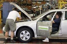 <p>GM employees assemble E85 ethanol flex fuel Chevrolet Impalas at the GM Oshawa Assembly Plant, June 19, 2007. REUTERS/J.P. Moczulski</p>