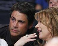 <p>Actor Rob Lowe (L) talks to Jeanie Buss as they watch Los Angeles Lakers play San Antonio Spurs during their NBA basketball game in Los Angeles April 13, 2008. REUTERS/Lucy Nicholson</p>