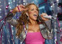 <p>Singer Mariah Carey performs during ABC's Good Morning America Summer Concert Series at Times Square in New York, in this April 25, 2008 file photo. REUTERS/Mike Segar</p>