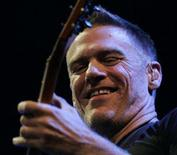 <p>Canadian singer Bryan Adams performs onstage in Riga December 4, 2007. REUTERS/Ints Kalnins</p>