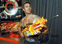 <p>American Gladiators star Mike O'Hearn (A.K.A. Titan) tries out the Nerf N-Strike Vulcan EBF-25 blaster in New York February 16, 2008. REUTERS/Hasbro/Ray Stubblebine/Handout</p>