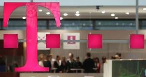 <p>L'Etat allemand, actionnaire majeur de Deutsche Telekom, presse l'opérateur de procéder à de grosses acquisitions dans l'espoir de voir remonter le cours de Bourse, d'après une source au fait des intentions de Berlin. /Photo prise le 2 mars 2008/REUTERS/Hannibal Hanschke</p>