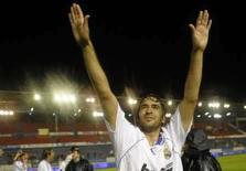 <p>Real Madrid domina Espanha, mas segue longe do sucesso europeu. Raúl Gonzalez comemora o título do Real Madrid em Pamplona.  O Real Madrid conquistou o título do Campeonato Espanhol pela segunda temporada seguida de forma emocionante, após a vitória de 2 x 1, com um jogador a menos, sobre o Osasuna. 5  de março. Photo by Felix Ordonez</p>