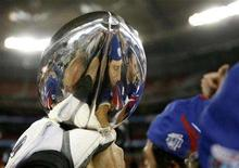 <p>A New York Giants player holds the Vince Lombardi Trophy after his team's win over the New England Patriots in Super Bowl XLII game in Glendale, Arizona February 3, 2008. REUTERS/Shaun Best</p>