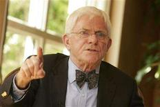 "<p>Phil Donahue, co-director of the documentary film ""Body of War"", gestures during an interview in Beverly Hills, California April 23, 2008. REUTERS/Fred Prouser</p>"