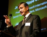 """<p>Jean-Philippe Courtois, le président de Microsoft International, estime que le géant des logiciels est arrivé """"au bout de l'histoire"""" avec Yahoo et qu'il va désormais se concentrer sur sa propre stratégie de fournisseur de services internet. /Photo d'archives/REUTERS/Siggi Bucher</p>"""