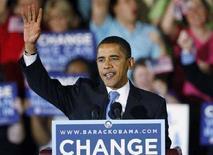 <p>Сенатор-демократ Барак Обама выступает перед своими сторонниками в Северной Каролине, 6 мая 2008 года. Два очередных этапа предвыборной гонки в США, состоявшиеся во вторник в штатах Индиана и Северная Каролина, позволили Бараку Обаме приблизиться к желанной возможности представлять демократическую партию на президентских выборах, однако такие шансы есть пока и у Хиллари Клинтон. (REUTERS/Chris Keane)</p>