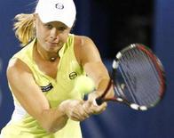 <p>Россиянка Вера Душевина на теннисном турнире в WTA в Дубаи, 26 февраля 2008 года. Российские теннисистки Вера Душевина и Динара Сафина вышли в третий круг турнира German Open. (REUTERS/Steve Crisp)</p>