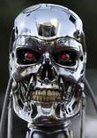 <p>Foto de archivo del filme 'Terminator 3: Rise of the Machines'.El volverá, ¡con o sin huelga en Hollywood!. Las cámaras comenzaron a rodar esta semana la más reciente secuela de 'Terminator', que se calcula que costará cerca de 150 millones de dólares, pero muchos analistas de Hollywood dicen que es un comienzo tardío dadas las preocupaciones de que tensiones laborales puedan llevar a una huelga de actores en julio. Photo by Mike Blake/Reuters     REUTERS/Mike Blake/Files   (UNITED STATES)</p>