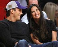 <p>Demi Moore (R) and Ashton Kutcher watch the Los Angeles Lakers play the Detroit Pistons in an NBA basketball game in Los Angeles November 16, 2007. REUTERS/Lucy Nicholson</p>