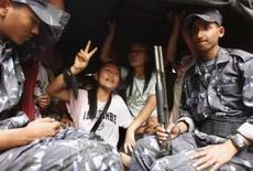 <p>Mulheres tibetanas protestam no Nepal e mais de 500 são presas. A polícia nepalesa prendeu neste domingo 562 tibetanas em uma manifestação anti-China em Katmandu, na primeira passeata feminina contra o domínio chinês em sua terra natal, disseram autoridades. 11 de maio. Photo by Gopal Chitrakar</p>