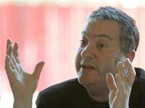 <p>photographer Spencer Tunick gestures during a news conference in Vienna May 7, 2008. REUTERS/Herwig Prammer</p>
