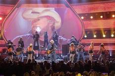 <p>Toby Keith performs during the 42nd annual Academy of Country Music Awards show at the MGM Grand Garden Arena in Las Vegas, Nevada May 15, 2007. REUTERS/Steve Marcus</p>