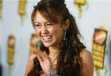 <p>Singer Miley Cyrus waves at the Kids' Choice Awards in Los Angeles March 29, 2008. REUTERS/Mario Anzuoni</p>