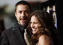 <p>La cinta 'Iron Man' aplastó por segunda semana consecutiva a la competencia en la taquilla estadounidense, ubicándose en el primer puesto con 50,5 millones de dólares en ventas de boletos, de acuerdo a estimaciones de su estudio divulgadas el domingo. El filme sobre un héroe de historietas provisto de una armadura de alta tecnología recaudó 12.284 dólares por sala en 4.111 cines, con lo que su recaudación total alcanzó los 177 millones de dólares en apenas 10 días. Photo by Mario Anzuoni/Reuters</p>