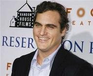 "<p>Actor Joaquin Phoenix poses at the premiere of his film ""Reservation Road"" in Beverly Hills, California October 18, 2007. REUTERS/Fred Prouser</p>"