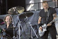 <p>U.S. heavy metal band Metallica's drummer Lars Ulrich (L) and guitarist James Hetfield perform on stage during a concert in Aarhus, western Denmark July 13, 2007. REUTERS/ Claus Fisker/Scanpix</p>
