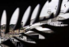 <p>Luxury yachts in the port of Cannes are seen through a Palme d'Or metal cutout on the eve of the opening of the 61th Cannes Film Festival May 13, 2008. REUTERS/Vincent Kessler</p>