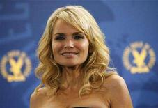 <p>Actress Kristin Chenoweth poses backstage at the 60th Annual Directors Guild of America Awards in Century City, California on January 26, 2008. REUTERS/Mario Anzuoni</p>