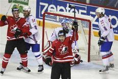 <p>Canada's Derek Roy (C) and Jonathan Toews (L) celebrate Roy's third goal of the game on Norway's goalie Pal Grotnes during the third period of their quarter-final game at the 2008 IIHF World Hockey Championships in Halifax, May 14, 2008. REUTERS/Paul Darrow</p>
