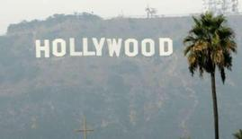 <p>The Hollywood sign is seen on a hazy afternoon in Los Angeles, California, November 4, 2007 REUTERS/Danny Moloshok</p>