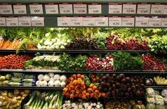 <p>Organic vegetables are shown at a Whole Foods Market in LaJolla, California May 13, 2008. REUTERS/Mike Blake</p>