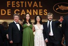 "<p>Voice actors (L to R) Dustin Hoffman, Angelina Jolie, Lucy Liu and Jack Black arrive for the screening of the animated film ""Kung Fu Panda"" by directors Mark Osborne and John Stevenson at the 61st Cannes Film Festival May 15, 2008. REUTERS/Jean-Paul Pelissier</p>"