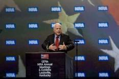 <p>McCain critica Obama por querer conversar com Irã. O candidato do Partido Republicano à Presidência dos EUA, John McCain, discursa em Louisville no Kentucky. McCain acusou  Barack Obama de subestimar a ameaça representada pelo Irã. 16 de maio. Photo by David R. Lutman</p>