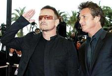 "<p>President of the Jury Sean Penn (R) and singer Bono arrive for the screening of ""Un Conte de Noel"" by French director Arnaud Desplechin at the 61st Cannes Film Festival May 16, 2008. REUTERS/Eric Gaillard</p>"