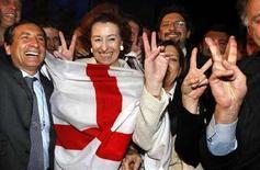 <p>Il sindaco di Milano Letizia Moratti festeggia entusiasta la proclamazione di Milano come sede dell'Expo 2015. REUTERS/Charles Platiau (FRANCE)</p>