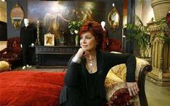 <p>Sharon Osbourne poses in front of some of the items belonging to her family which will be auctioned in Beverly Hills, California, November 26, 2007. REUTERS/Mario Anzuoni</p>