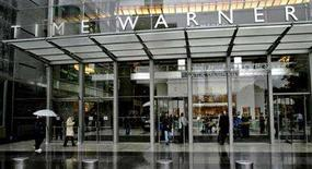 <p>People walk in front of the Time Warner Inc. headquarters building at Columbus Circle in New York, October 13, 2005. REUTERS/Nicholas Roberts</p>