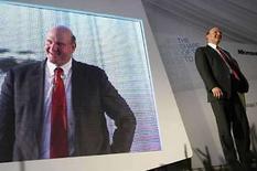<p>El presidente ejecutivo (CEO) de Microsoft, Steve Ballmer, habla durante una ceremonia en Herzliya, cerca de Tel Aviv, Israel, 21 mayo 2008. Microsoft Corp no hará una oferta para comprar Yahoo, aunque sí está en conversaciones para cerrar acuerdos de otra clase con la empresa pionera de internet, según dijo el miércoles el presidente ejecutivo de Microsoft, Steve Ballmer (en la foto). Photo by Gil Cohen Magen/Reuters</p>