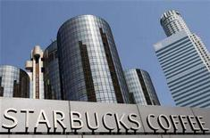 <p>A Starbucks branch is shown in downtown Los Angeles, April 24, 2008. REUTERS/Lucy Nicholson</p>