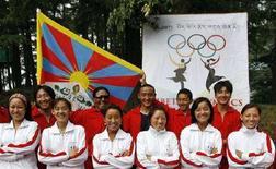 "<p>Alcuni tibetani in gara alle ""loro"" Olimpiadi. REUTERS/Desmond Boylan (INDIA)</p>"